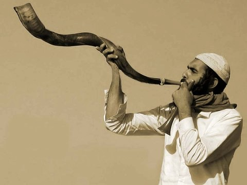Man with shofar, photograph by Roie Galitz