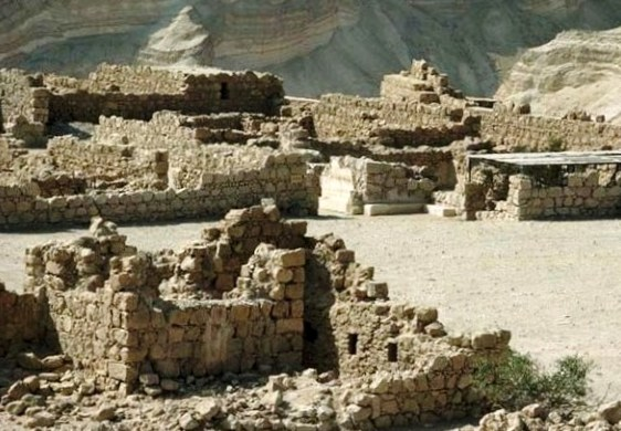 Masada: extensive storerooms on the plateau