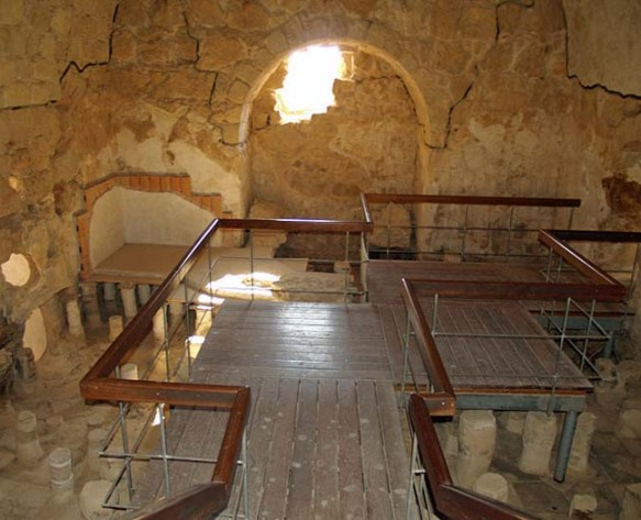 The reconstructed caldarium in the bathhouse at Masada, David Shankbone