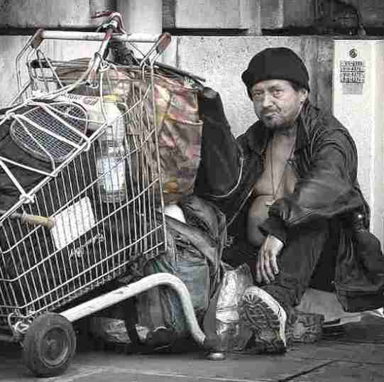 Worst sins in the Bible:: social injustice. Impoverished man with all his belongings in a shopping trolley: the gap between rich and poor