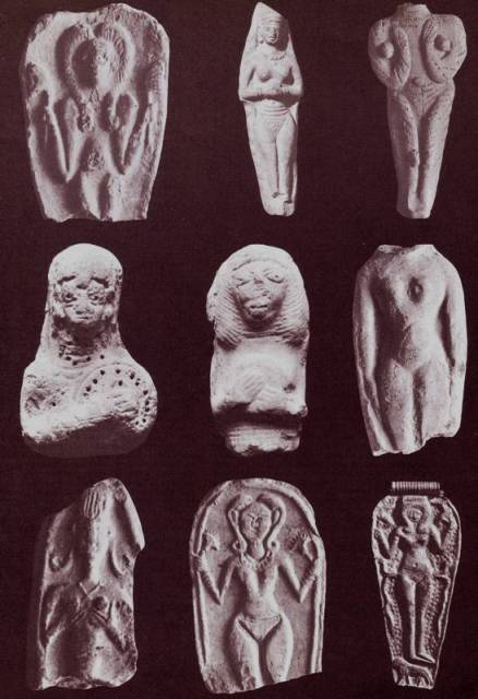 Statuettes of a goddess