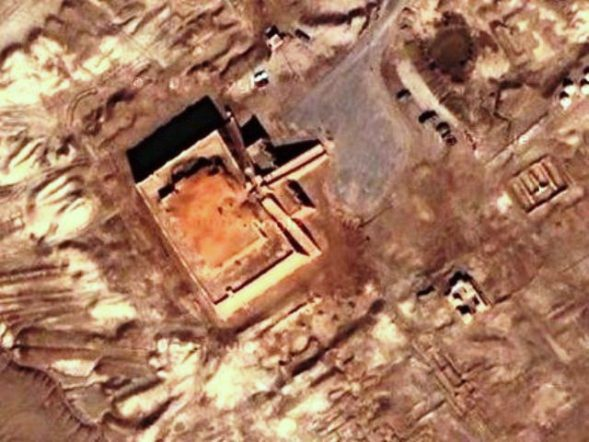 Aerial view of a ziggurat, showing remains of carefully planned buildings surrounding the main area